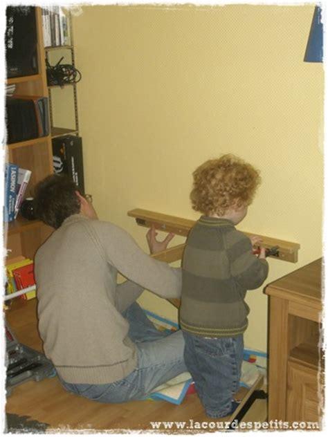 comment faire un bureau soi meme diy le bureau enfant gain de place 2 en 1 la cour des petits