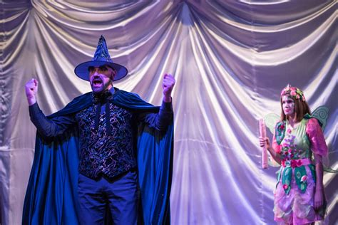 Teātra sezona Dramaturgu teātrī vasarā nebeidzas ...