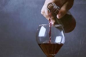 Enlever Tache De Vin Rouge : comment enlever une tache de vin rouge astuces ~ Melissatoandfro.com Idées de Décoration