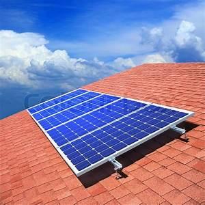 Solar Auf Dem Dach : stock bild von 39 sonnenkollektoren auf dem dach des privathauses 39 ~ Heinz-duthel.com Haus und Dekorationen