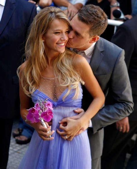 Singer Michael Buble weds TV star Luisana Lopilato