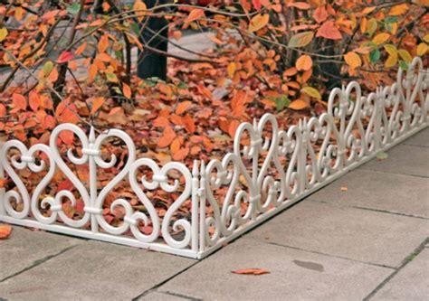 barrière aluminium jardin barri 232 re jardin pour d 233 limiter le terrain et