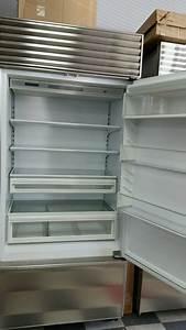 Sub-zero 650 Refrigerator