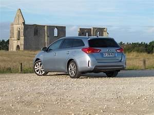 Toyota Auris Break Hybride : toyota auris touring sports hybride ou diesel blog moteurs ~ Medecine-chirurgie-esthetiques.com Avis de Voitures