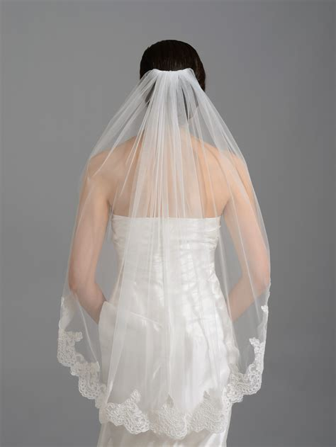 Elbow Fingertip Alencon Lace Wedding Veil V035