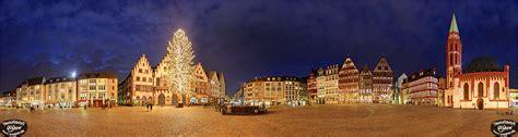 panorama frankfurt weihnachtsbaum auf dem r 246 mer