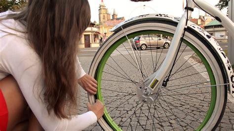 changer chambre à air vélo course la chambre à air éaire comment survivre à une