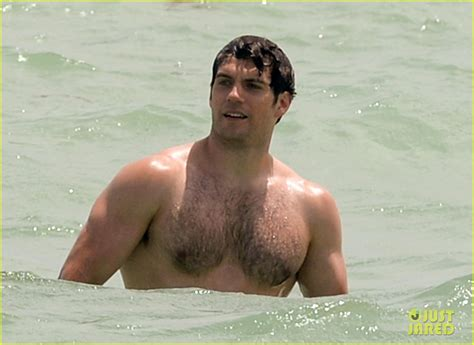 Henry Cavill News: Beach Time For Superman: New Weekend