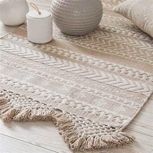 les 25 meilleures idees de la categorie tapis beige sur With tapis de marche avec canapé du monde