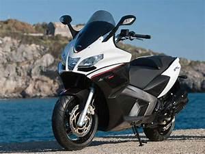 Scooter Aprilia 850 : 2014 aprilia srv 850 motorcycle review top speed ~ Medecine-chirurgie-esthetiques.com Avis de Voitures