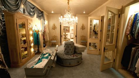 extravagant walk  closets   amaze