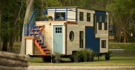 "Tiny Houses: Cozy up in the ""Tiny Ski Lodge"""