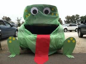 Frog Trunk or Treat Idea