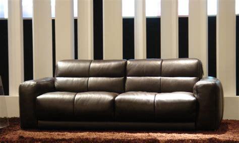 faire briller un canapé en cuir comment acheter un canapé cuir marron pas cher canapé