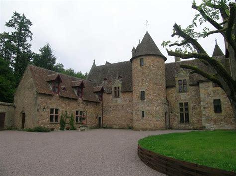 chambre hotes auvergne chambre d 39 hôtes chateau de peufeilhoux à vallon en sully