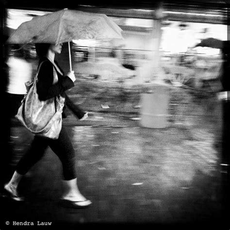 mobile street photography  singapore raining  bugis