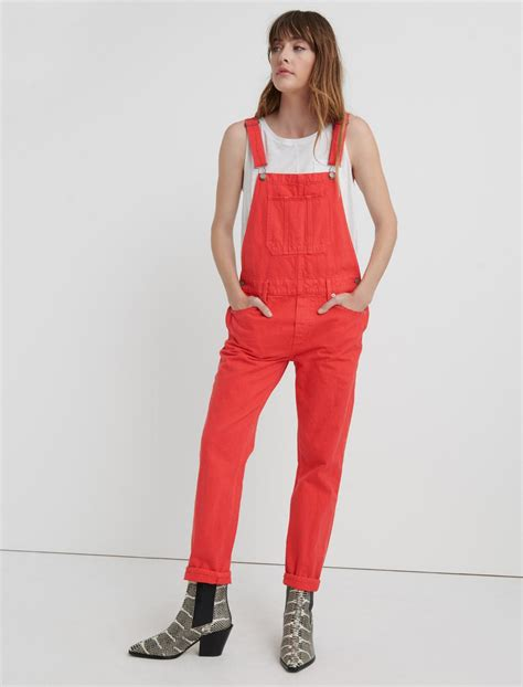 The unfortunate mistake, printed in a local new york newspaper. Julia Roberts is ravishing in red overalls as she poses ...