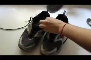Geruch Aus Schuhen Entfernen Hausmittel : video geruch aus schuhen entfernen so geht 39 s ~ A.2002-acura-tl-radio.info Haus und Dekorationen