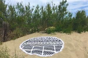 Serviette De Plage Ronde Eponge : serviette de plage ronde motif azt que tendances du monde ~ Teatrodelosmanantiales.com Idées de Décoration