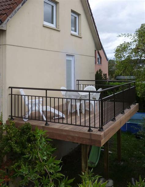 hauteur garde corps patio nivrem terrasse bois hauteur minimum diverses id 233 es de conception de patio en bois pour