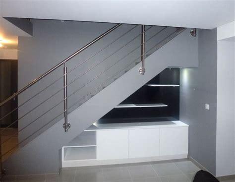 bureau de rangement sous escalier pente