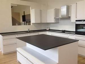 Plan De Travail Dekton : cuisine ultra blanche et moderne plan de travail noir en ~ Melissatoandfro.com Idées de Décoration