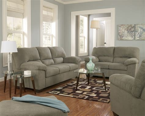 paint ideas for living room with green furniture