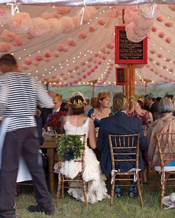 deco plafond mariage pompons et en decoration de mariage décoration mariage tendance