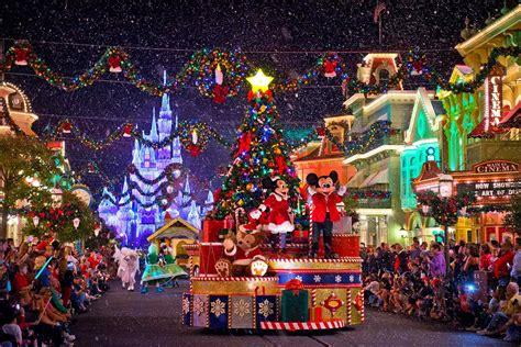 la parade de no 235 l disney 2014 disney s christmas parade disneyland paris youtube