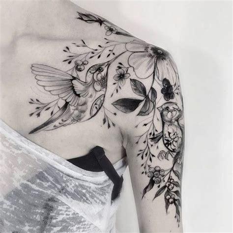 foto de 30 Exceptional Shoulder Cap Tattoo Designs Amazing