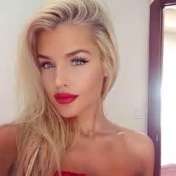 make up tan tanned blue red lips lipstick black eyeliner white brown blush highlight contour