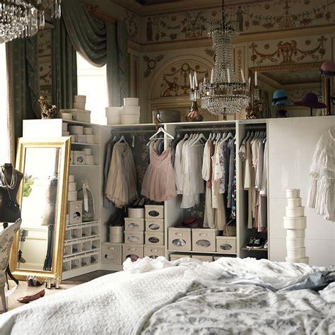 solution rangement chambre petits espaces aménager un dressing dans une