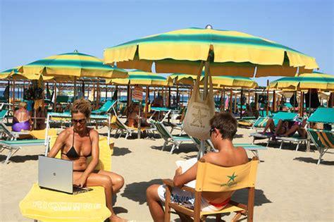 Wifi In Spiaggia  Foto Di Bagno Giulia 85, Riccione
