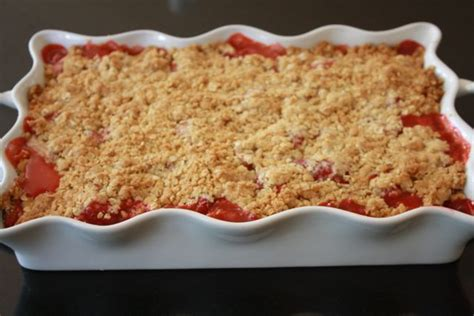 rhubarb crisp rhubarb crisp recipes pinterest