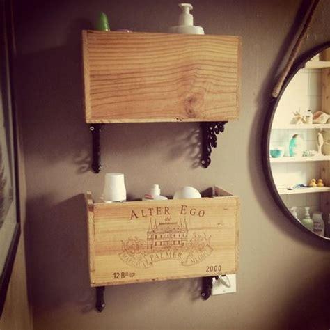 caisse a vin decoration 201 tag 232 res de salle de bain faites 224 partir d une boite de bouteille de vin en bois et de fixtures