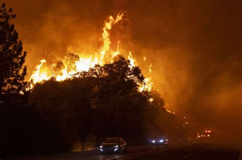 wildfires  oregon expected  merge  coming days