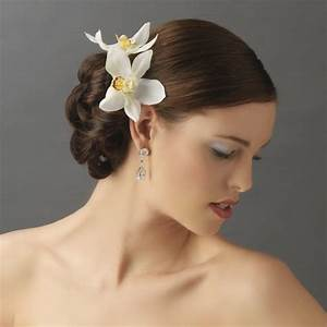 The Prettiest Bridal Hair Flower Accessories