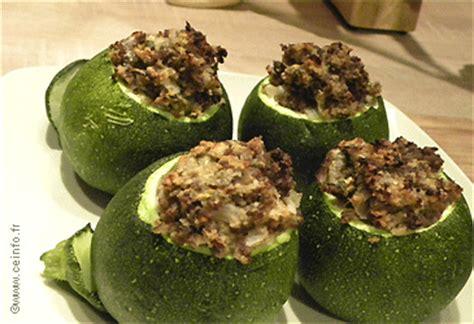 comment cuisiner des courgettes rondes courgettes rondes farcies au bœuf les légumes farcis
