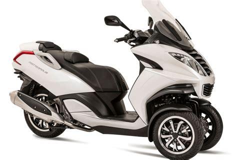scooter 3 roues peugeot pr 233 sentation du scooter 3 roues moto 3 roues peugeot motocycles metropolis