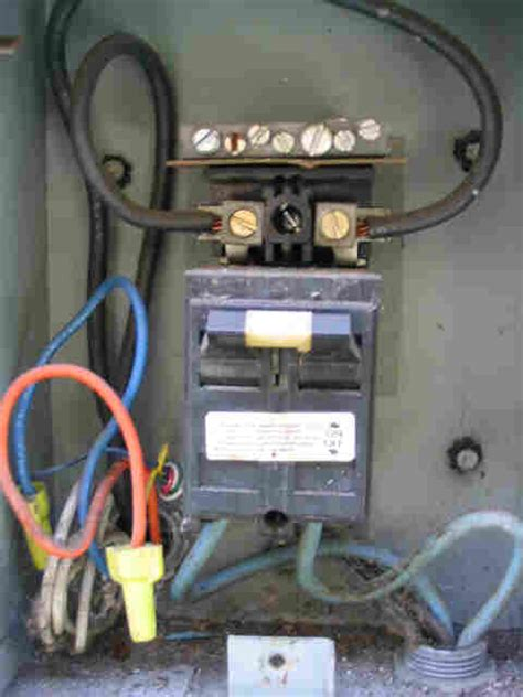 Wiring Aac Condensing Unit by Mixing Line Voltage And Thermostat Wires In Aac Disconnect