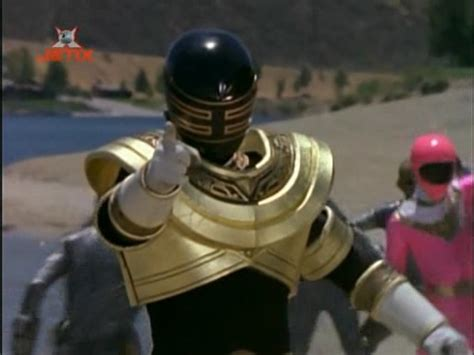heres  footage   gold  pink rangers fighting
