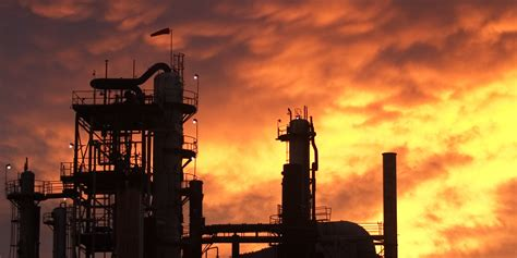 government   essential role  oil refinery safety