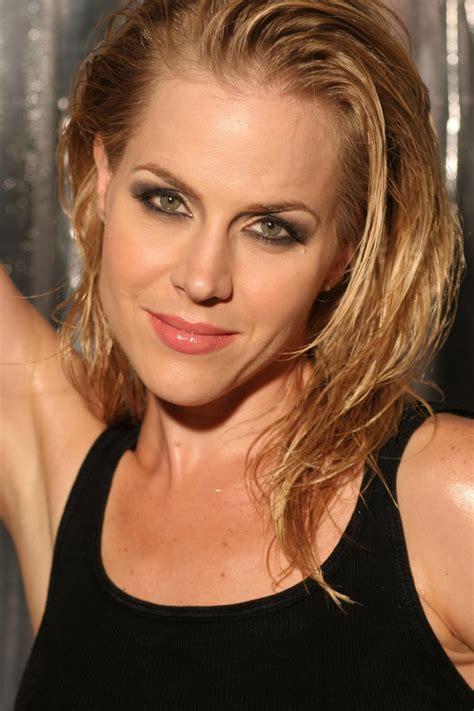 julia kramer actress elizabeth banks julie bowen related 6k pics