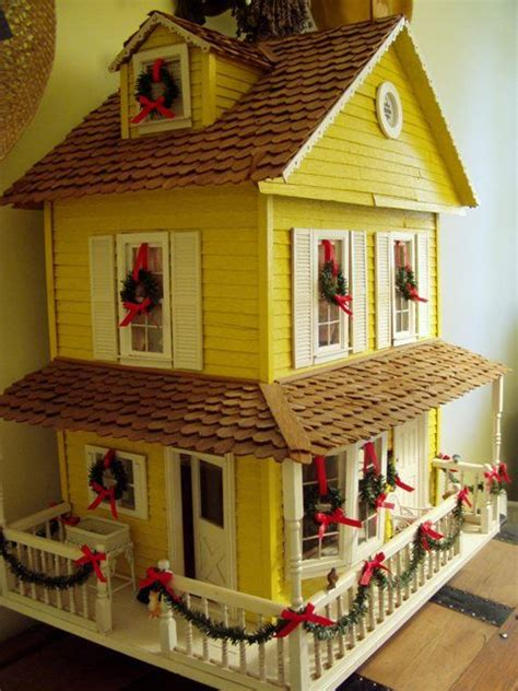 dollhouse decorated  christmas    decorate