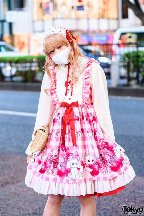 strawberry lolita street fashion  tokyo  pleated lace headdress ruffled face mask bodyline