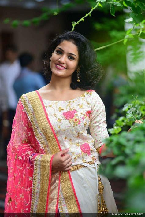 queen actress saniya iyappan latest