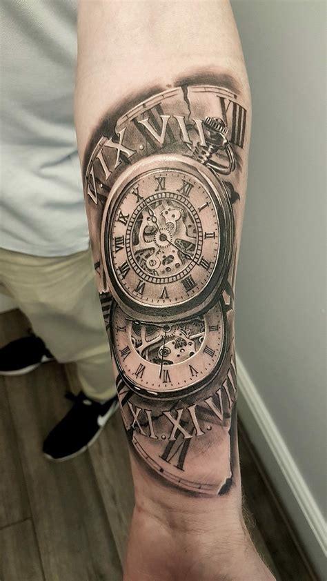 tatuaje de reloj  hombre en el brazo tattooideashombre