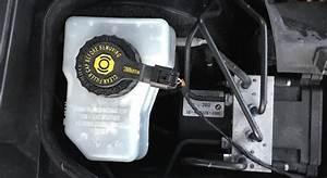 Liquide De Frein Voiture : liquide de freins un des entretiens important de votre voiture ~ Medecine-chirurgie-esthetiques.com Avis de Voitures