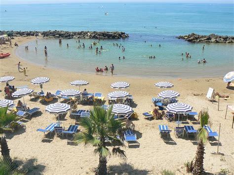 al gabbiano hotel sul mare la spiaggia riservata baie marine ideali per bambini