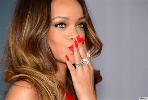 Rihanna Mixes Up Orange-red Nail Color For The Grammys
